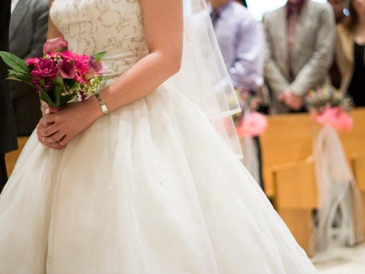 Cum se vor organiza nunțile în această vară: Mirii, învățați cum se fac testele rapide COVID-19 pentru invitați