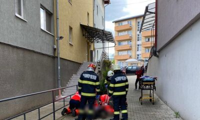Doua instituții anchetează moartea muncitorului prăbușit de pe acoperișul unui bloc din Gheorgheni