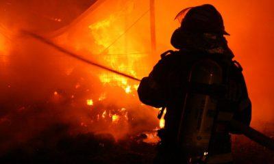 Incendiu în prima zi de Paște la Huedin. Arde acoperişul unei case.