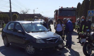 Motociclistă lovită de mașină în Turda. A fost transportată la spital