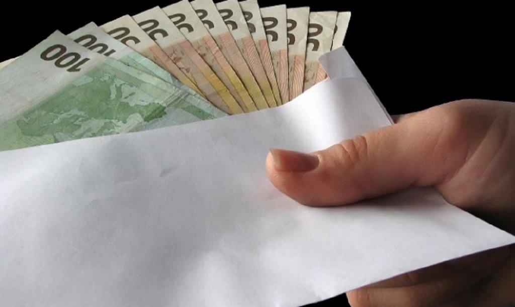 Profesor de la Universitatea Tehnică, trimis la închisoare pentru că primea mită plicuri cu euro