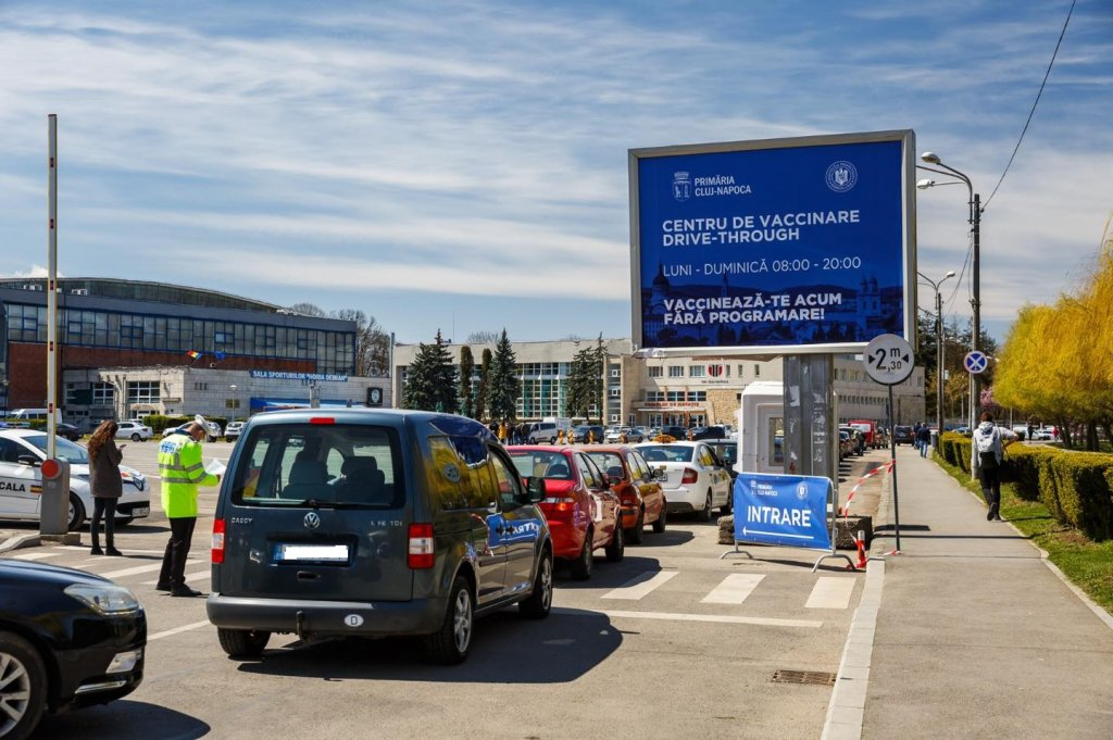 """Vaccinarea merge ca """"pe roate"""" la Cluj. 1.100 de oameni, """"rezolvați"""" în weekend"""