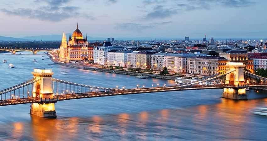 Vecinii din Ungaria au relaxat măsurile pentru cetăţenii vaccinaţi sau vindecaţi de COVID. Liber la piscine, teatre, cinematografe, restaurante
