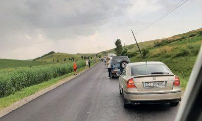 Accident pe Valea Broaștei. O mașină a lovit un muncitor de la drumuri