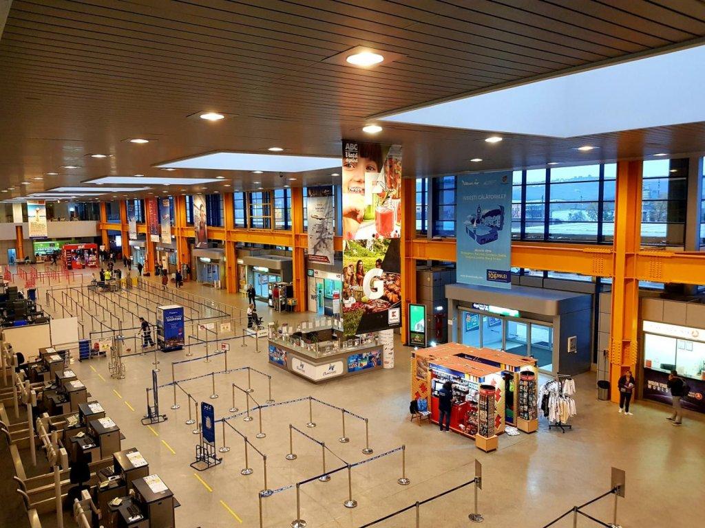 Persoană transgender, abuzată de lucrătorii vamali şi poliţia de frontieră pe aeroportul din Cluj-Napoca