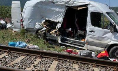 A MURIT una dintre pasagerele microbuzului din accidentul de la Urişor. Şoferul, reţinut pentru 24 de ore
