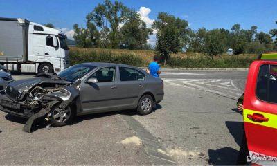 Accident între două mașini în Dej. Un șofer a ajuns la spital
