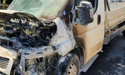 Incendiu pe un drum din Cluj. O camionetă a fost făcută scrum