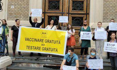 """Protest AUR la Cluj: """"Alături de studenții UBB discriminați pe motive medicale"""""""