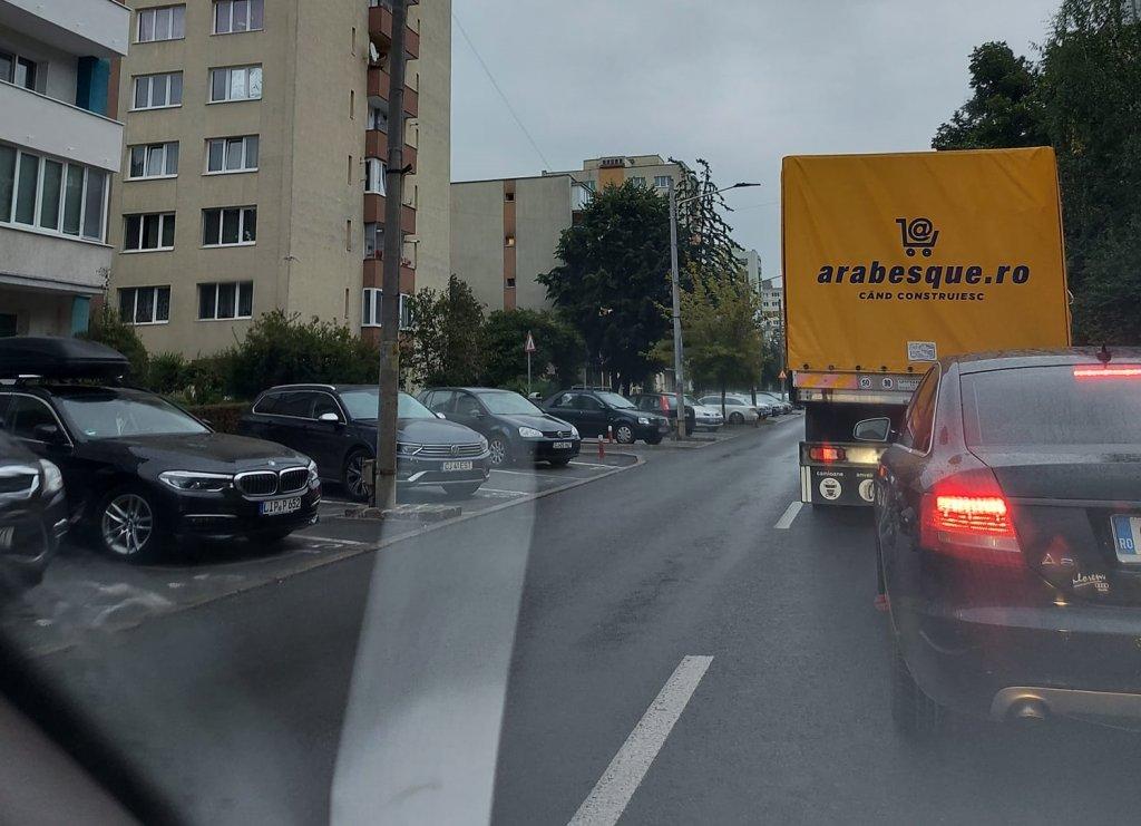 """Bariera de pe Tăietura Turcului a blocat circulaţia până pe strada Donath în Cluj-Napoca. """"E batjocură curată"""""""