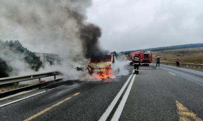 Mașină în flăcări pe centura Apahida. Intervin pompierii