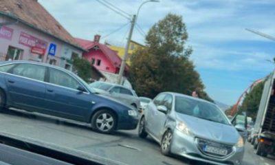 """Două mașini, """"șifonate"""" serios în centrul Clujului.. din neatenție și grabă"""