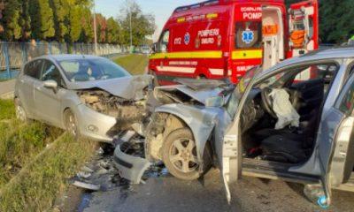 Impact frontal între două autoturisme, în Florești. Patru victime au fost transportate la spital cu răni multiple